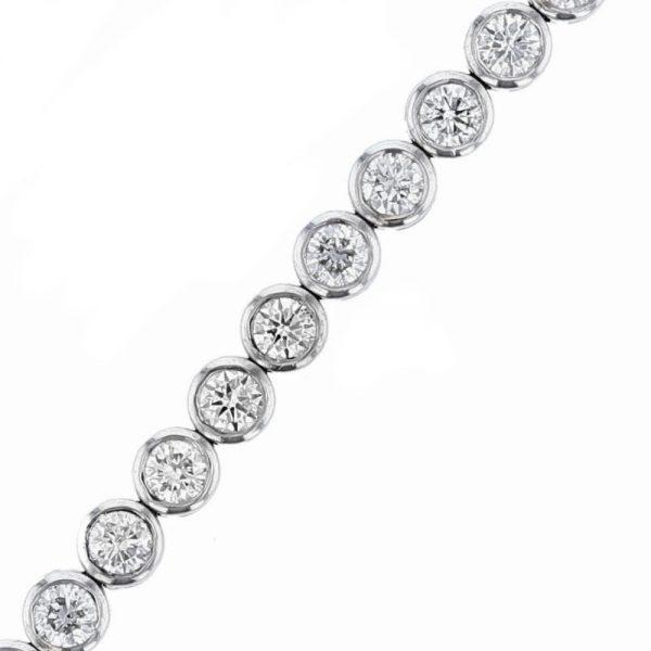 Nazar's 18K white gold diamond tennis bracelet bezel set